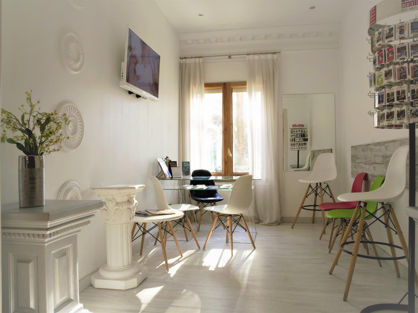 City Center Diagonal bright apartment with Balcony for 4 - My Space Barcelona Appartementen