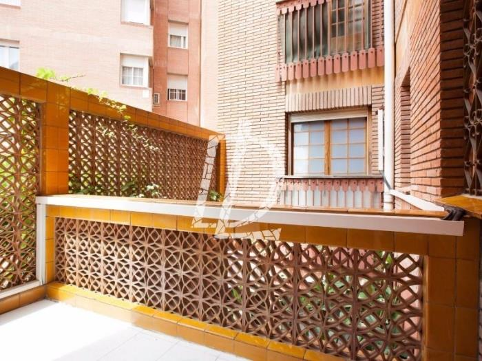 Duplex with balcony near Barcelona city centre in Sant Gervasi for 5 - My Space Barcelona Appartementen